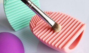 BrushEgg Cosmetic Make-up Brush Cleaners