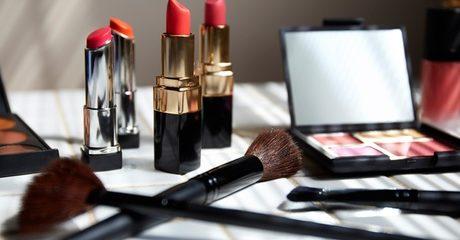 Online Make-Up Artist Course