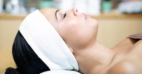 Customers can analyse the state of their skin and get it thoroughly hydrated and revitalised with up to four facials and eye treatments for AED219.00 at Discount Sales.