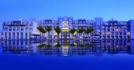 Abu Dhabi: 5* Stay with Half Board
