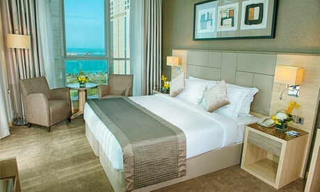Abu Dhabi: 4* Stay with Theme Park Tickets