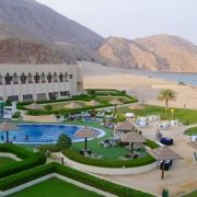 Oman: 1- or 2-Night Stay with Breakfast
