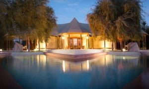Al Ain: 5* Romantic Package with Breakfast