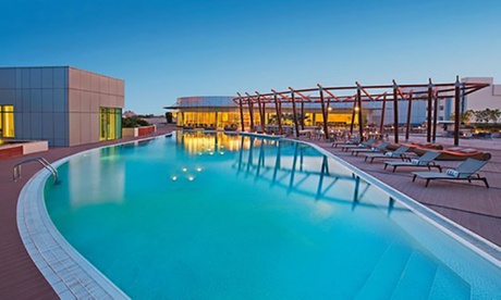 5* Pool Pass with Refreshments: Child: AED 99
