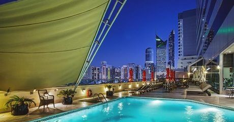 Abu Dhabi: Up to 3-Night 5* Stay with Yas Park Tickets