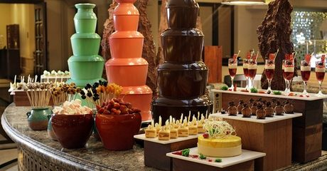 Friday Brunch and Beach Access at 5* ShangriLa Hotel