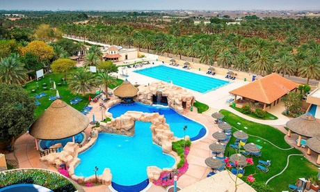 Al Ain: 5* Family Stay with Zoo Tickets