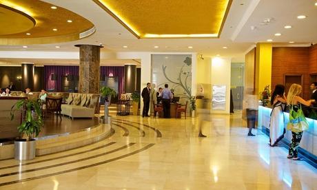 Dubai: 4* Family Stay with Dubai Parks & Resorts Pass