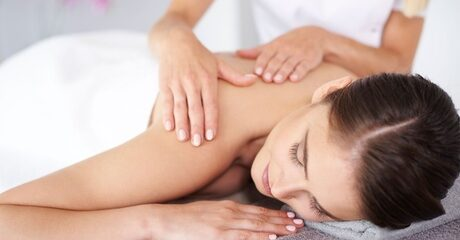 One or two guests can be energised or enjoy relaxation thanks to sessions of spa treatments lasting up to 75 minutes for AED99.00 at Discount Sales.