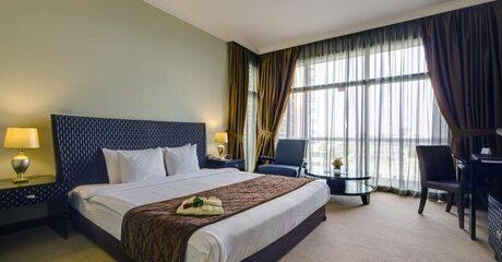 Abu Dhabi: 4* Stay with Breakfast